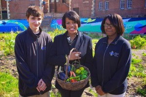 Stephanie Rawlings-Blake, Mayor of Baltimore, with two school students in a community garden. Image Source: Baltimore Food Policy Initiative.